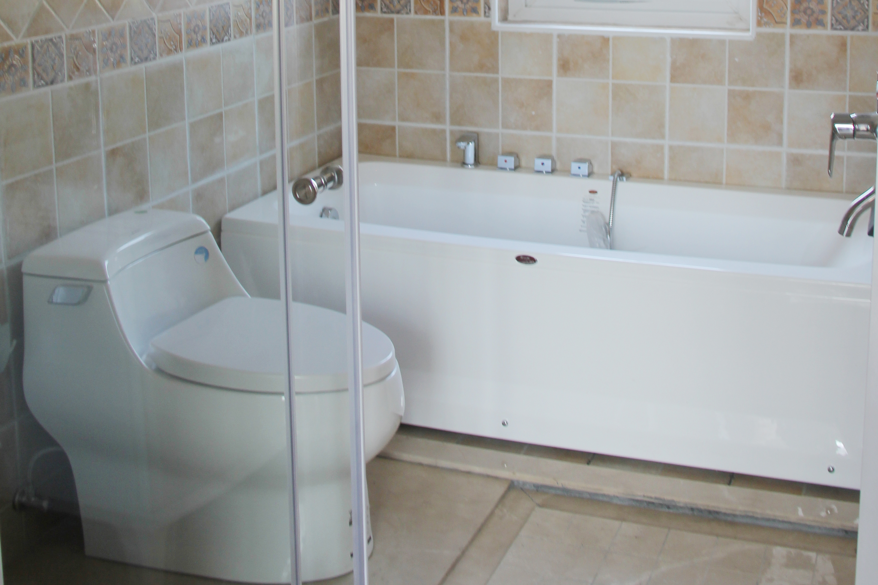 厕所 家居 设计 卫生间 卫生间装修 浴缸 装修 3056_2037